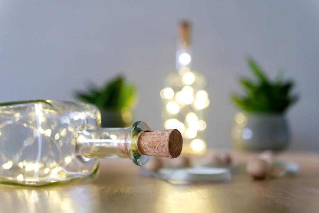Panama Quadrat: Man könnte die Flaschen-Lichter noch weiter verzieren – muss man aber nicht!