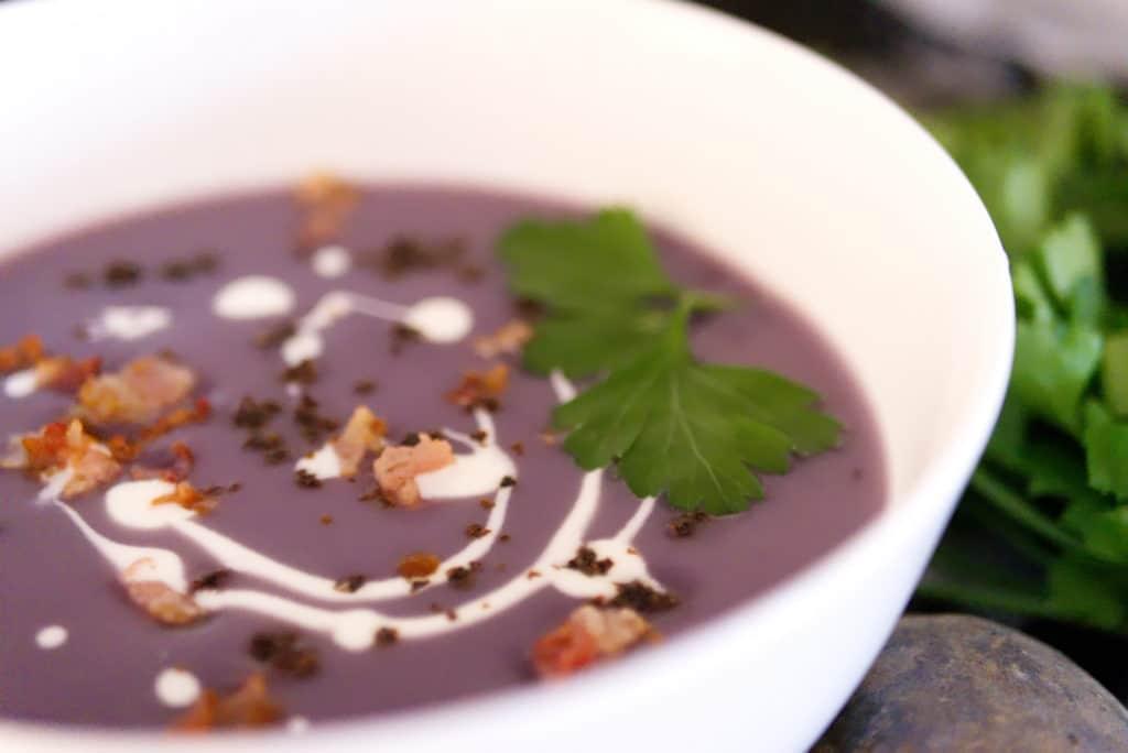 Die Suppe ist super einfach gemacht und schmeckt wie eine klassische Kartoffelsuppe.