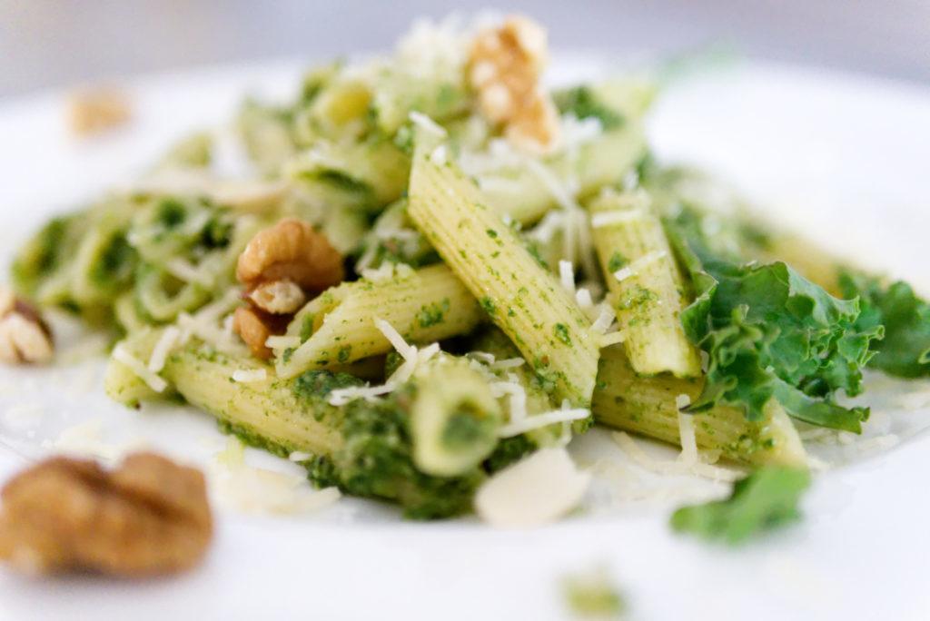Panama Quadrat: Grünkohl-Pesto, klassisch mit Pasta und Parmesan.