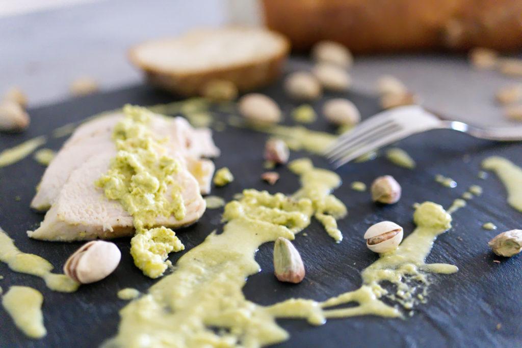 Panama Quadrat: Die leckere Hähnchenbrust in Pistazien-Sahne schmeckt auch kalt.