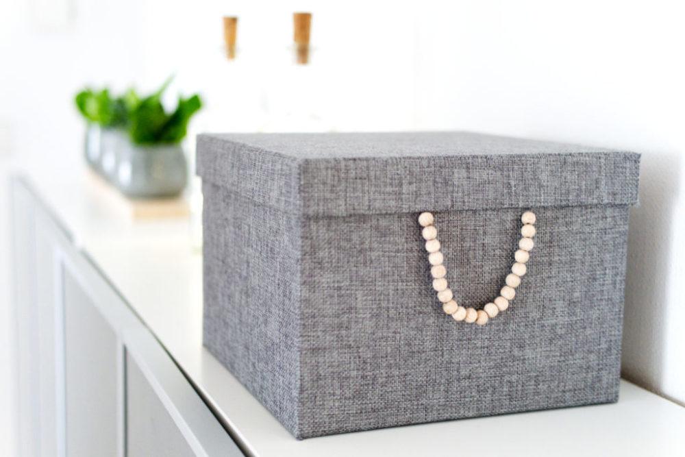 Panama Quadrat: Ordnungsbox mit Holzperlen im Skandi-Style.