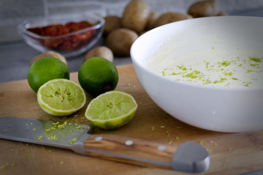Panama Quadrat: Rustikaler Kartoffelsalat – zuerst die Sourcream.