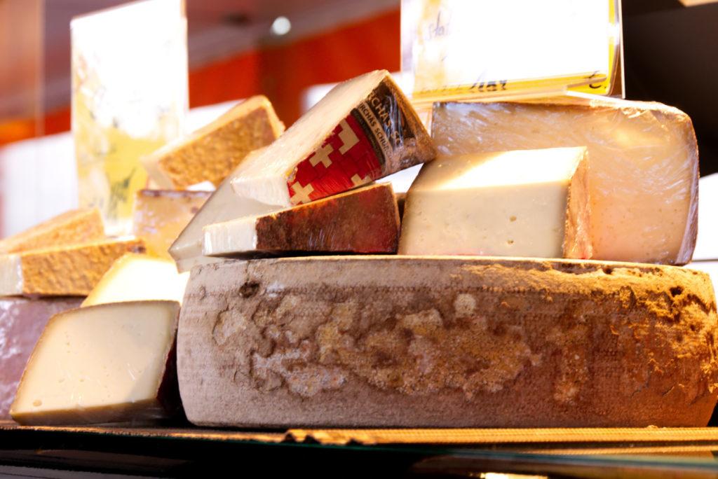 Panama Quadrat: Wochenmarkt – Käse von der Käsetüte.