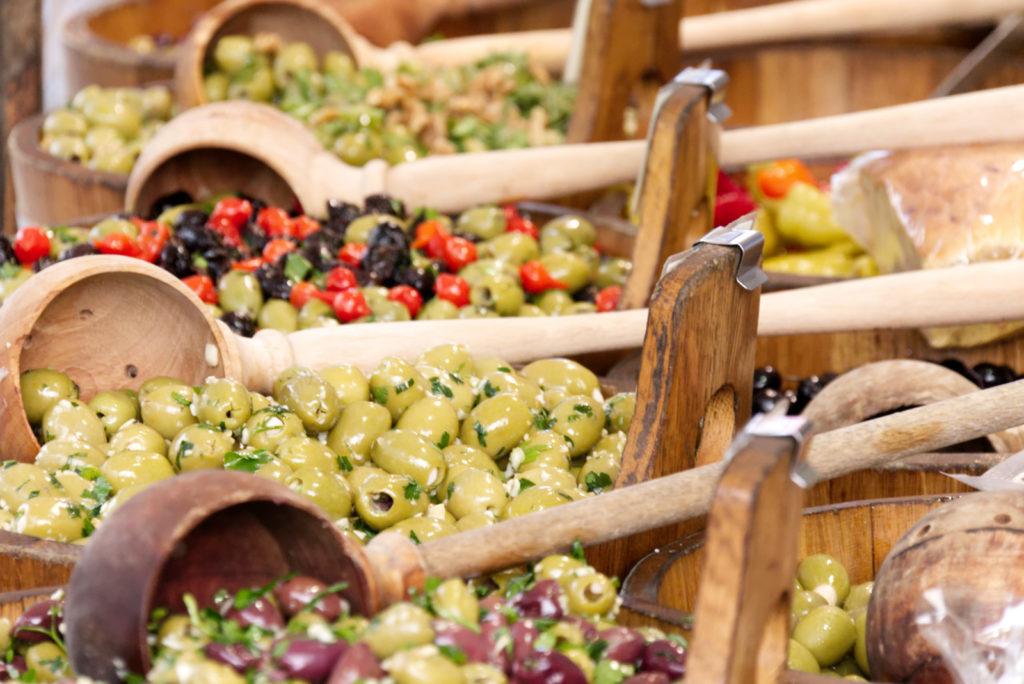 Panama Quadrat: Wochenmarkt – Der Olivenstand.