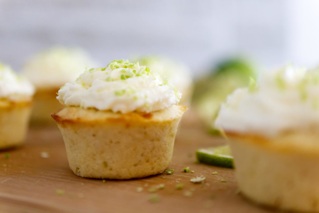 Panama Quadrat: Die Cupcakes mit Limette und weißer Schokolade schmecken einfach nach Urlaub.