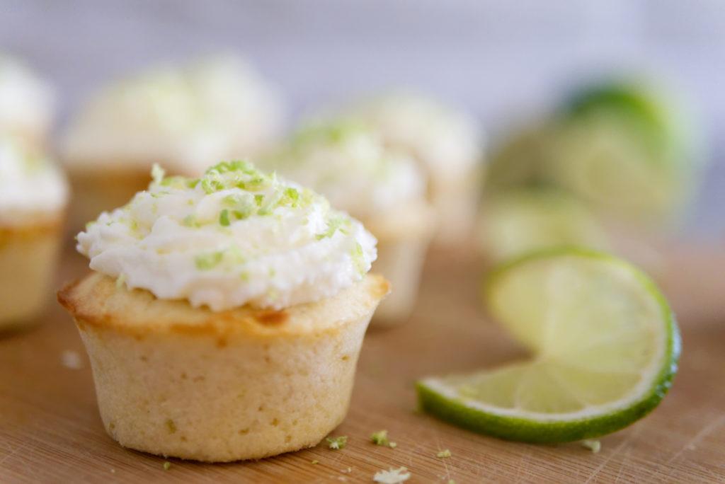 Panama Quadrat: Sommerliche Cupcakes mit Limette und weißer Schokolade.