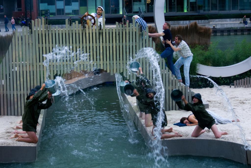 """Panama Quadrat: In """"Der Sturm"""" geht wirklich jeder Darsteller mindestens einmal baden."""