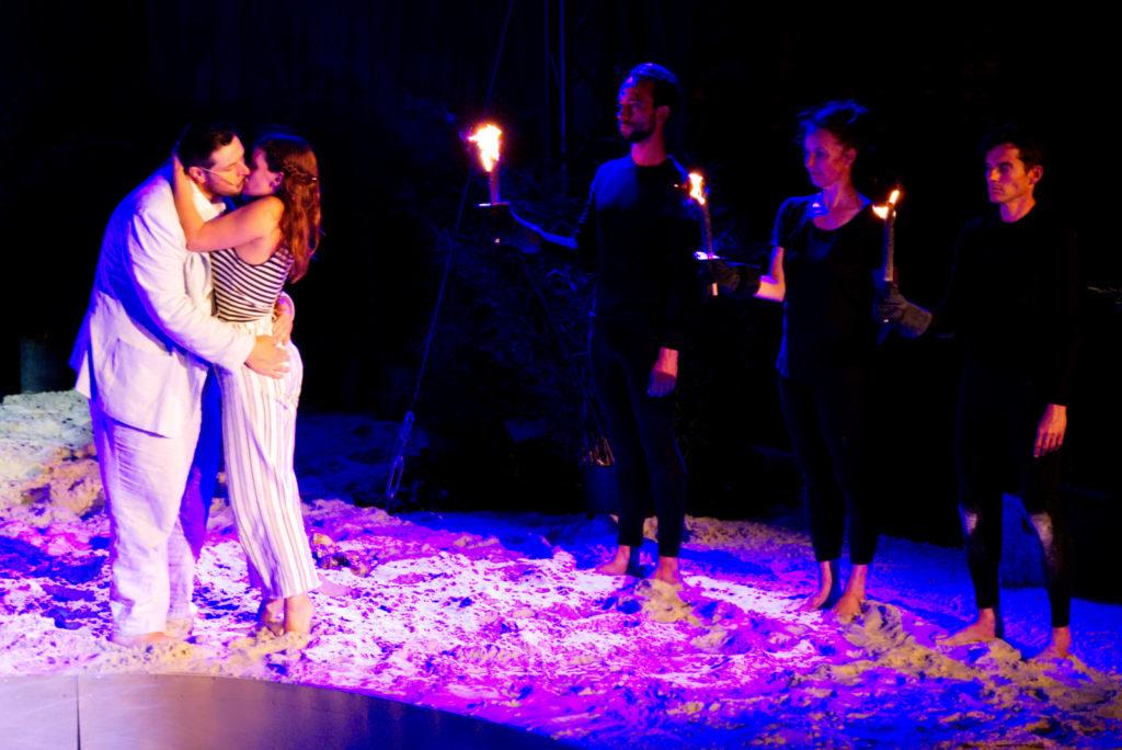Panama Quadrat: Auch eine Liebesgeschichte gibt es in Shakespeares Sturm.