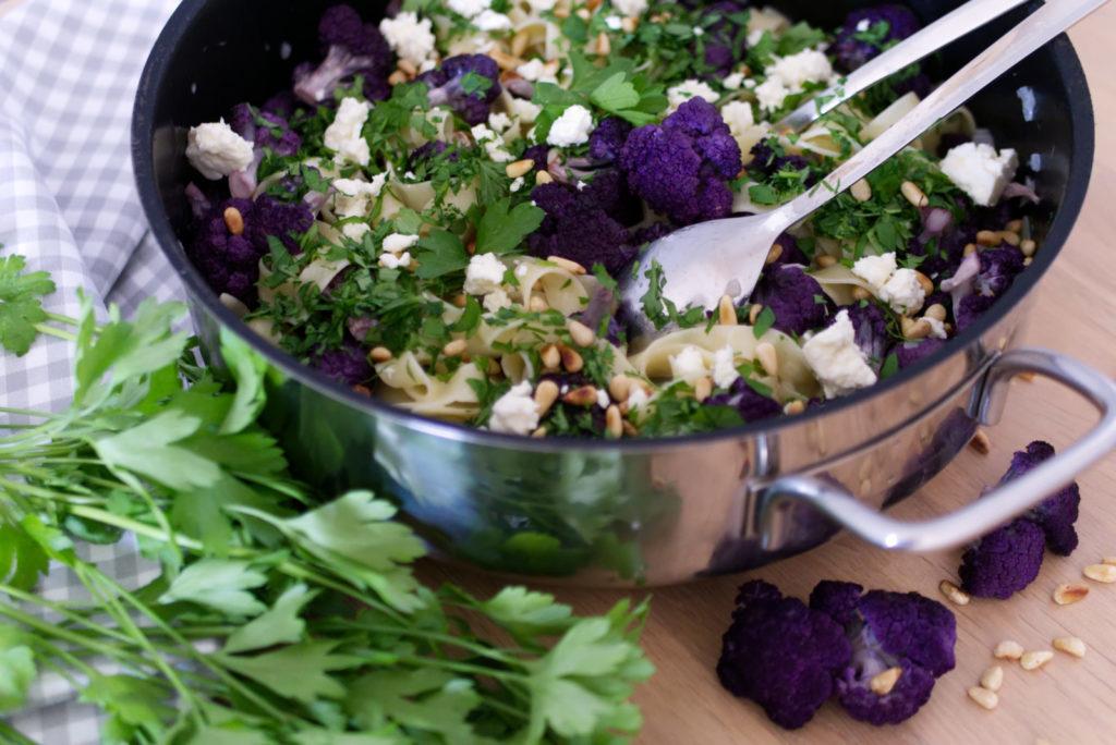 Panama Quadrat: Die Fettuccine mit lila Blumenkohl bringen Farbe auf den Teller.