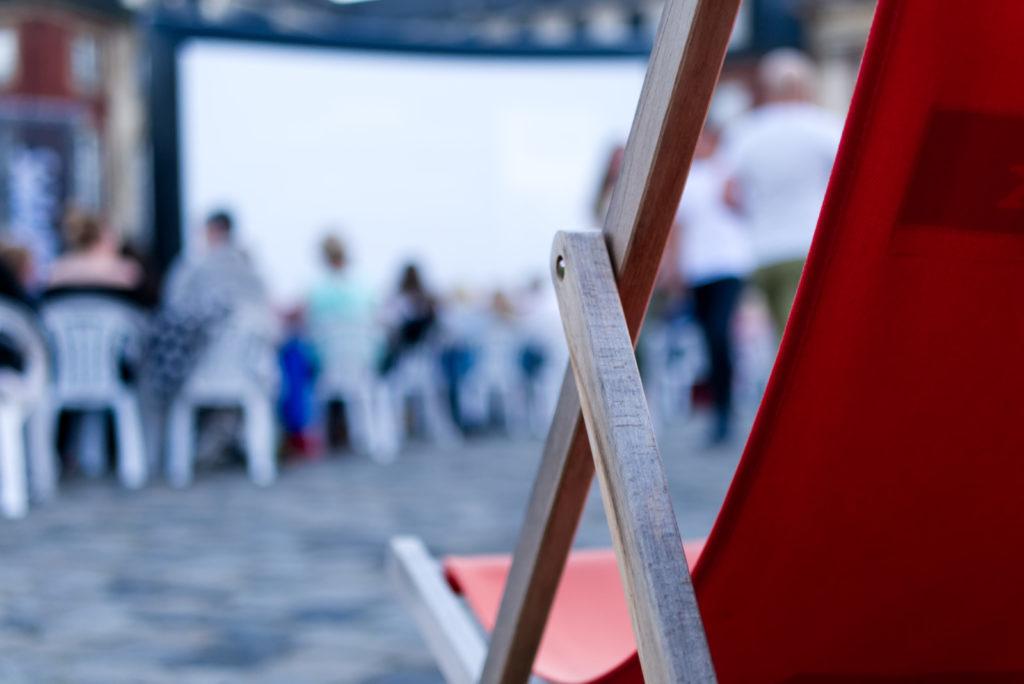 Panama Quadrat: Beim Sommernachtskino hat man die Wahl: Stuhl, Rikscha oder Liegestuhl?