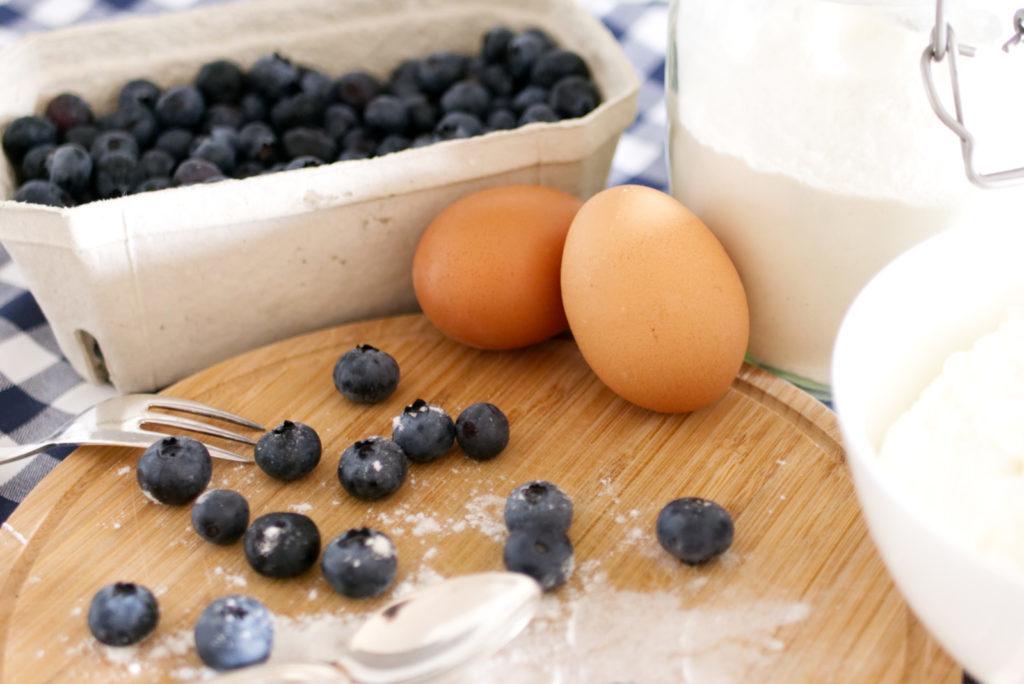 Panama Quadrat: Für die easy peasy Blaubeer-Quark Cupcakes brauch man gar nicht viel.