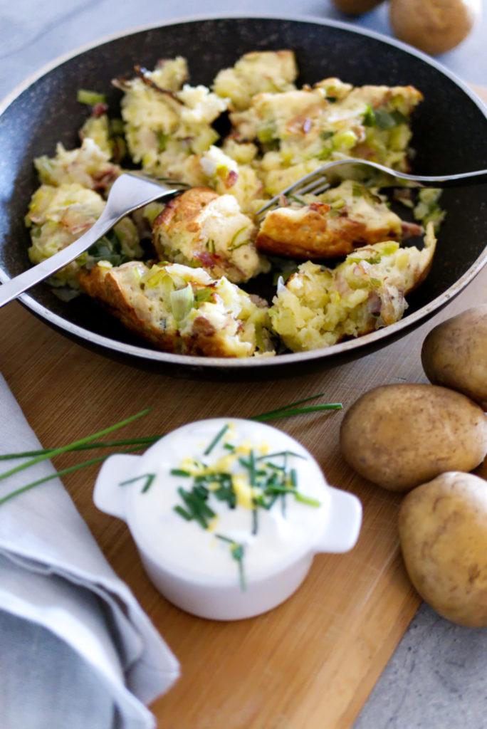 Glutenfreier Kartoffelschmarrn | Rezept mit Lauch und Speck | Panama Quadrat