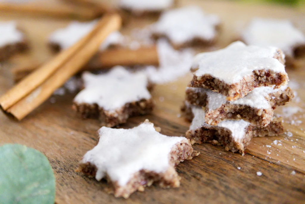 Nussige Zimtsterne | Lecker aus der glutenfreien Weihnachtsbäckerei | Panama Quadrat