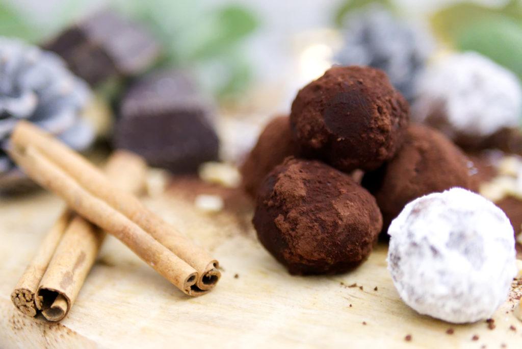 Glutenfreie Weihnachtsbäckerei: Rumkugeln | Rezept für den Plätzchenteller | Panama Quadrat