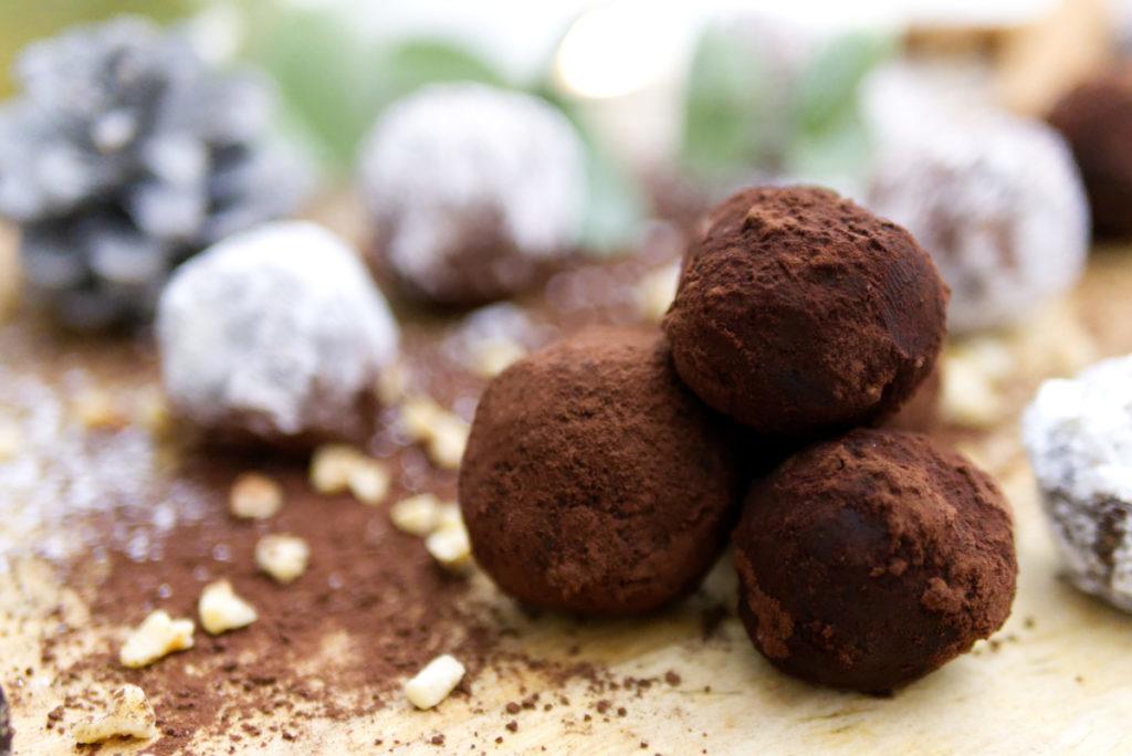 Glutenfreie Weihnachtsbäckerei: Rumkugeln | In Kakao gewälzt | Panama Quadrat