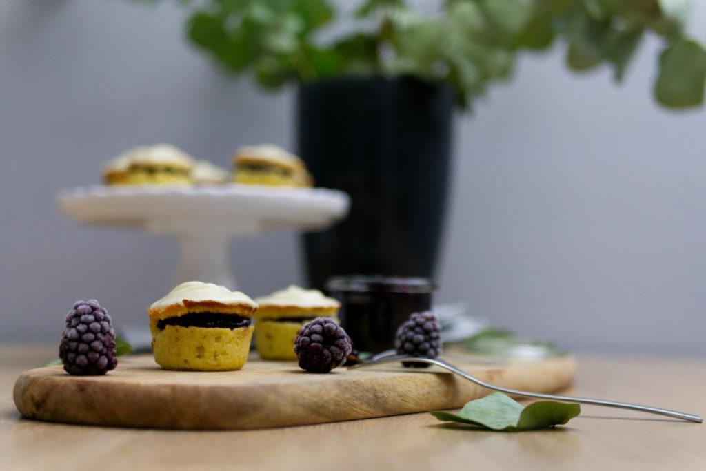 Brombeer Cupcakes mit weißer Schokolade | Glutenfrei lecker | Panama Quadrat