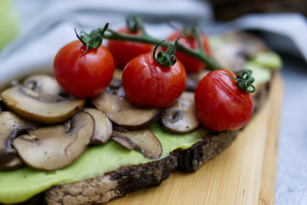 Einfach lecker: Steinofenbrot mit Avocadocreme | Panama Quadrat