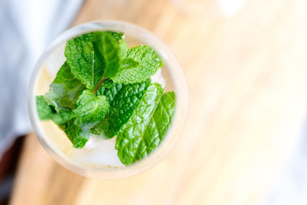 Frische Minze, herbes Tonic Water und weißer Portwein | Panama Quadrat