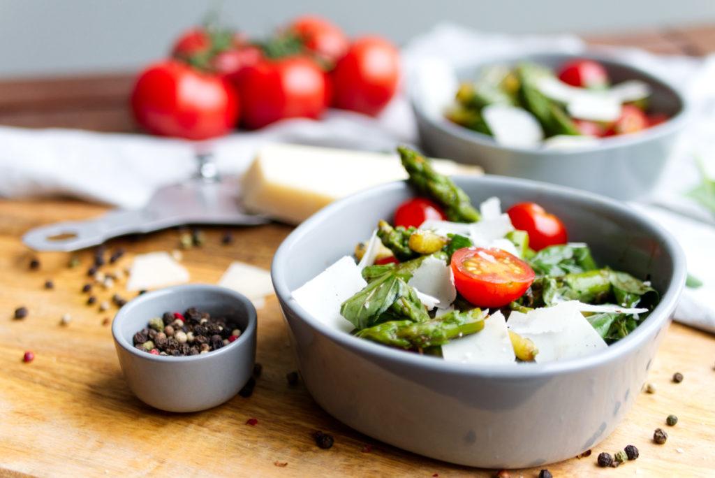 Sommerlicher Salat: grüner Spargel à la Caprese | Panama Quadrat