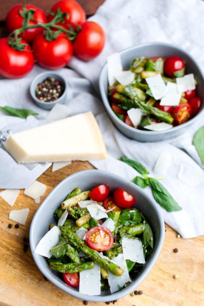 Spargelsalat à la Caprese – natürlich mit Parmesan | Panama Quadrat