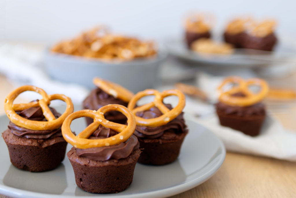 Schoko-Brezel-Cupcakes passend zum Oktoberfest | Panama Quadrat