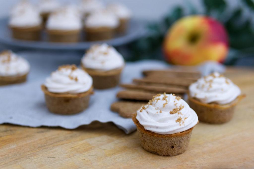 Spekulatius-Cupcakes mit Bratapfel - passend zum Adventskaffee | Panama Quadrat