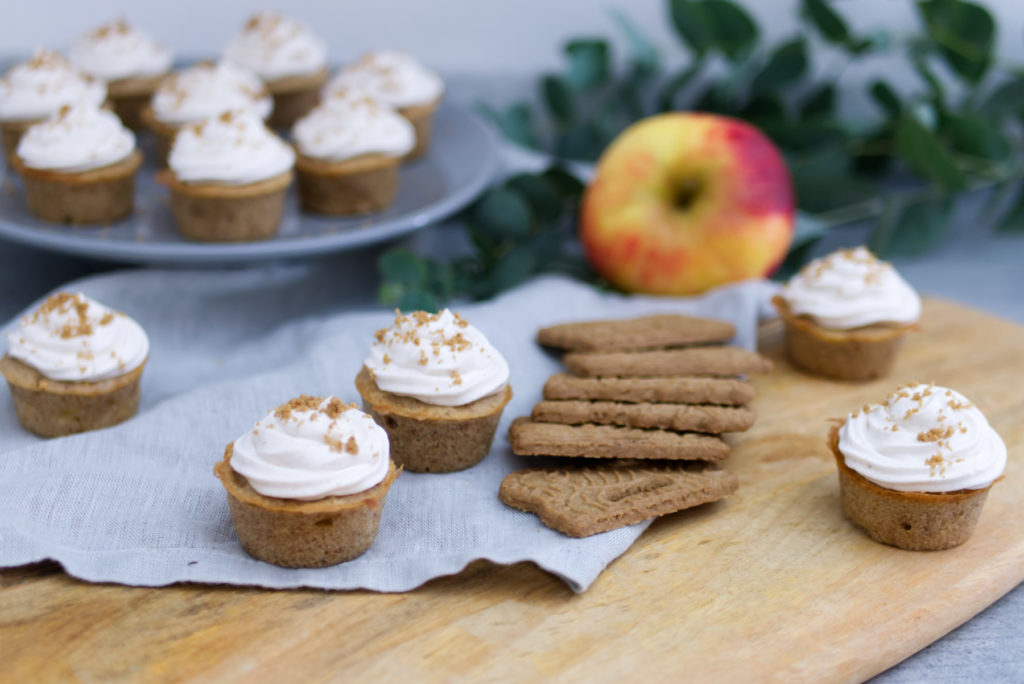 Kaffee-Tafel im Advent: Mit Spekulatius-Cupcakes | Panama Quadrat