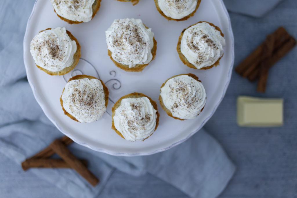 Würzige Chai-Cupcakes mit weißer Schokolade: Jetzt das Rezept entdecken und naschen! | Panama Quadrat